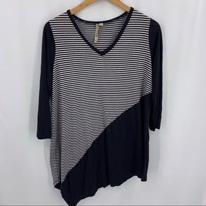 Comfy USA black white stripe v-neck tunic small